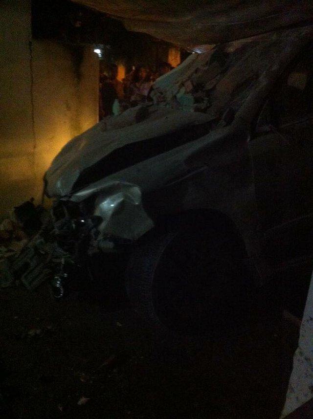 Chiếc SUV hạng sang hỏng nặng đầu xe sau tai nạn.