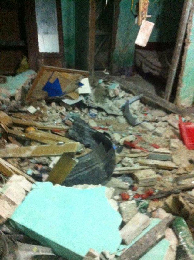 Cảnh tượng đổ nát trong nhà sau vụ tai nạn.