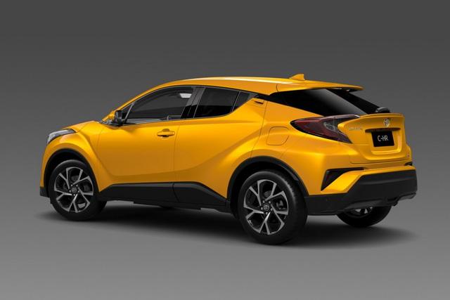Toyota C-HR màu vàng nổi bật