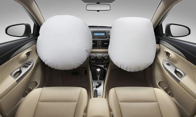 Về an toàn, Toyota Vios 2016 có hệ thống chống bó cứng phanh ABS, hỗ trợ lực phanh khẩn cấp BA và hệ thống phân phối lực phanh điện tử EBD. Ngoài ra, xe còn có túi khí trước cho người lái và hành khách cùng dây đai an toàn 3 điểm.