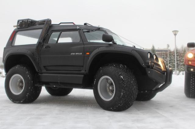 Tất nhiên, mẫu xe quái vật  dài 5,25 mét này hoàn toàn có thể vận hành tốt trên cả mặt đất. Qua đoạn video trên, có thể thấy Viking 29031 leo cầu thang dễ như ăn kẹo. Đặc biệt, Viking 29031 có bán kính quay 8,6 mét.