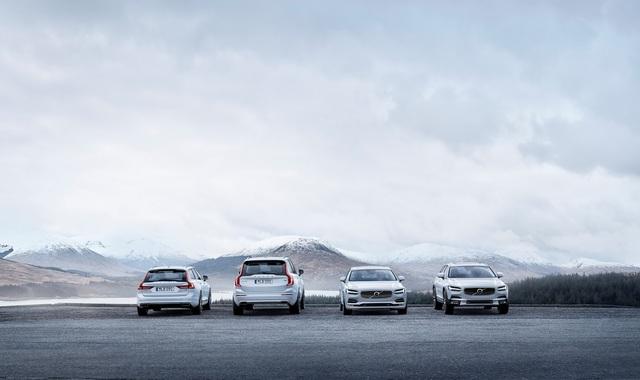 Hãng Volvo đã hoàn thành dòng xe 90-Series hoàn toàn mới của mình với tân binh V90 Cross Country. Trên thực tế, Volvo V90 Cross Country là mẫu xe station wagon mang kiểu dáng rắn rỏi hơn. Trước đó, hãng Volvo đã trình làng một loạt thành viên của dòng 90-Series hoàn toàn mới như S90, V90 và XC90.