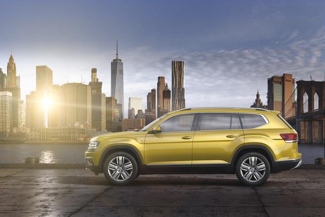 Được phát triển dựa trên cơ sở gầm bệ Modular Transverde Matrix (MQB), Volkswagen Atlas 2018 sở hữu chiều dài tổng thể 5.037 mm, rộng 1.979 mm và cao 1.767 mm. Nhờ đó, Atlas 2018 trở thành mẫu xe cỡ lớn nhất của hãng Volkswagen tại thị trường Mỹ hiện nay.