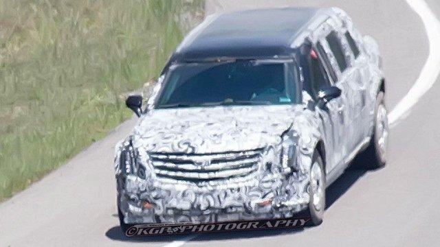 Xe được ngụy trang kín mít nhưng có vẻ vẫn mang nhãn hiệu Cadillac. Ảnh: Fox News