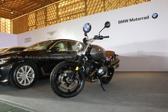 Đại diện BMW Motorrad vừa giới thiệu 1 trong 2 con át chủ bài của mình trong Triển lãm Ô tô Quốc tế Việt Nam (VIMS) 2016 sắp diễn ra vào ngày 26/10 tới đây, đó là R NineT Scrambler 2016.