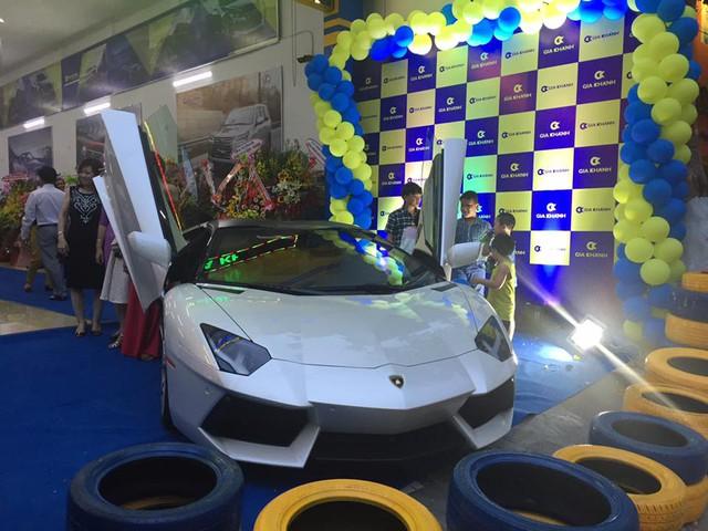 Siêu xe Lamborghini Aventador LP700-4 Roadster lúc còn ở Đà Nẵng.