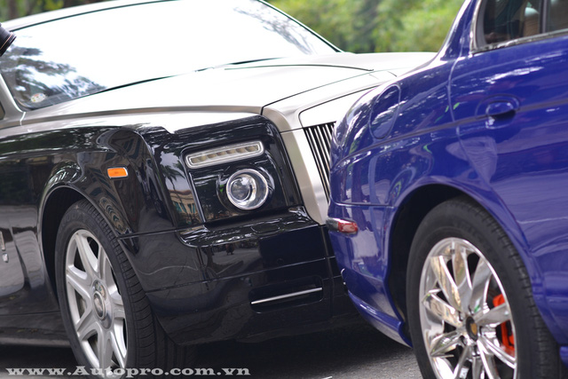 Rolls-Royce Phantom Coupe có thiết kế đèn trước tương tự Phantom Drophead Coupe. Điểm khác biệt duy nhất là xe sở hữu mui cứng thay cho loại mui nỉ trên Rolls-Royce Phantom Drophead Coupe.