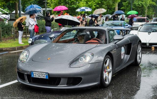 Porsche Carrera GT màu bạc