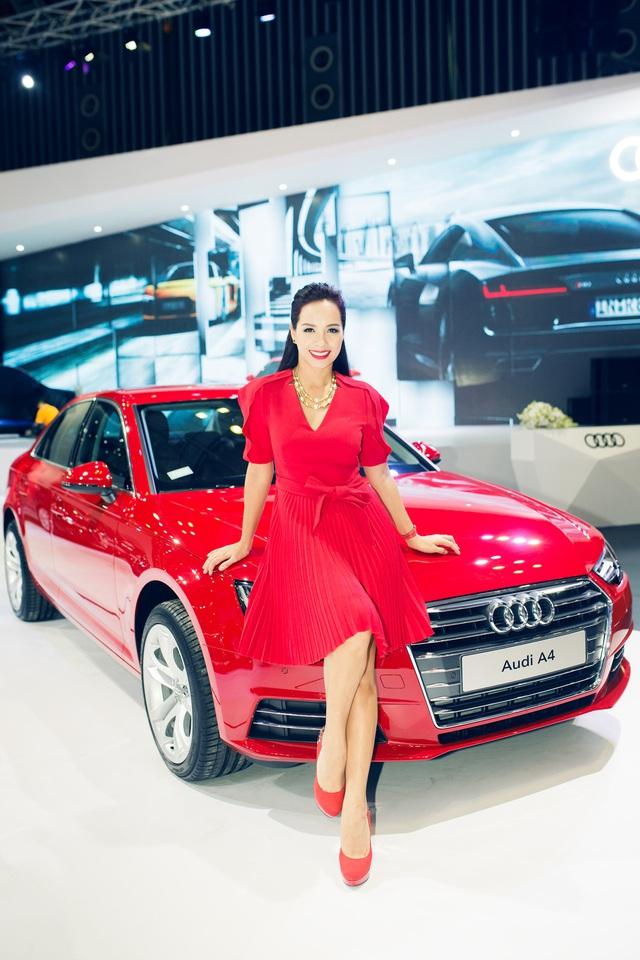 Cựu người mẫu Thuý Hạnh bên chiếc Audi A4