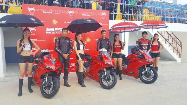 Ducati Việt Nam vừa tổ chức chương trình Ducati Trackday, buổi trải nghiệm quý giá dành cho các biker Việt tại trường đua mô tô Happy Land tọa lạc tại xã Thạnh Đức, huyện Bến Lức, tỉnh Long An.