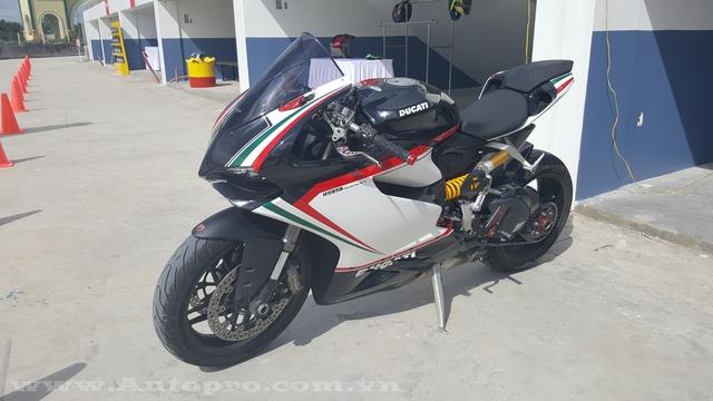 Ngoài Ducati 959 Panigale, các biker Việt còn được trải nghiệm một siêu mô tô đỉnh cao khác là 1199 S.