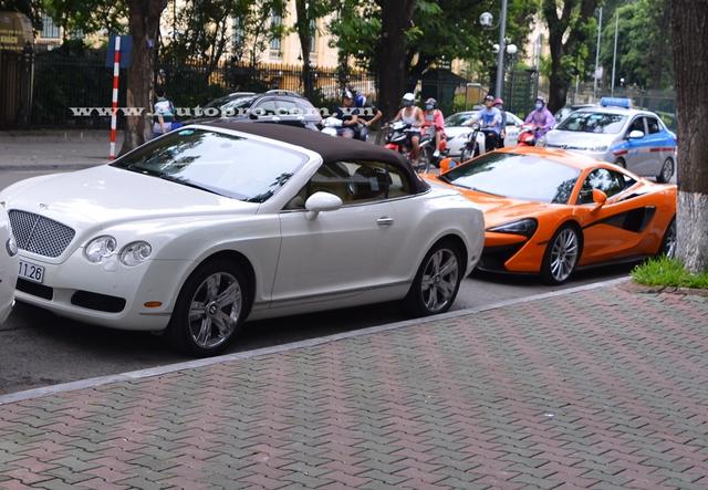 Bộ đôi Bentley Continental GTC và McLaren 570S.