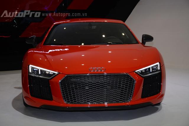 Cũng thuộc diện trong dòng siêu xe và đang trở thành trào lưu chơi xe tại Việt Nam là Audi R8 V10 Plus 2016. Đây là chiếc đầu tiên xuất hiện tại Việt Nam và duy nhất được phân phối chính hãng, số còn lại, khoảng 6 chiếc được nhập khẩu tư nhân.