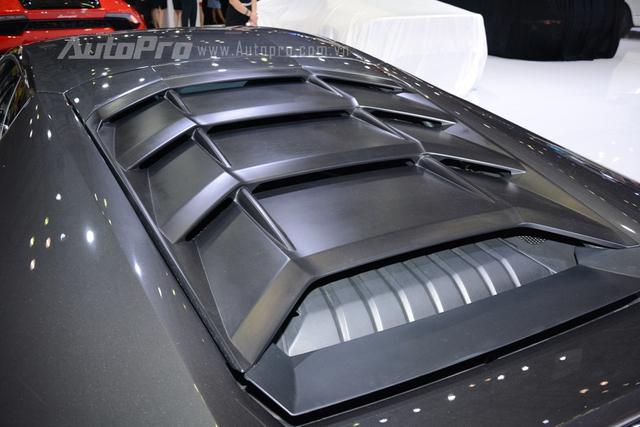 Lamborghini Huracan LP610-4 được trang bị động cơ V10, dung tích 5,2 lít, sản sinh công suất 610 mã lực tại 8.250 vòng/phút, mô-men xoắn cực đại 560Nm tại 6.500 vòng/phút. Huracan có thể tăng tốc từ 0-100 km/h trong 3,2 giây, vận tốc tối đa 325 km/h.