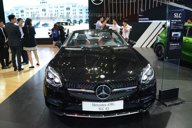 Mercedes-Benz SLC 2017 chỉ là phiên bản nâng cấp và được đổi tên từ SLK, xe có giá bán tại thị trường Việt Nam 3,6 tỷ Đồng.