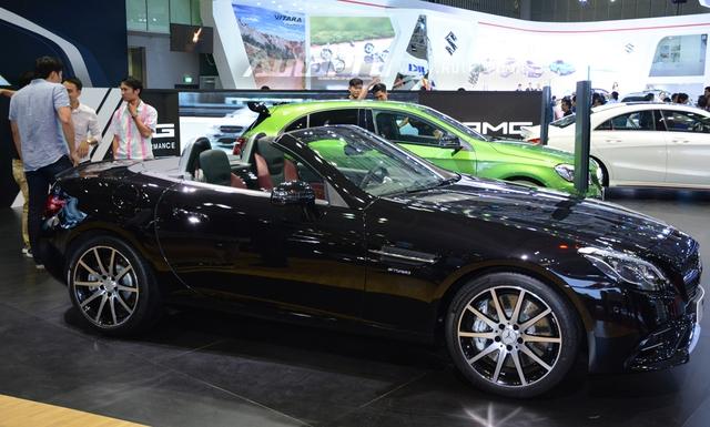 Ngoài tuyệt tác S500 Cabriolet 2017, Mercedes-Benz còn mang đến dàn xe thể thao khá chất như chiếc SLC 43 2017 lần đầu xuất hiện tại Việt Nam.