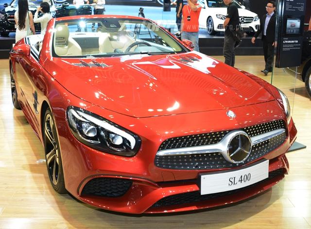 Mercedes-Benz SL400 bản nâng cấp cũng được giới thiệu tại thị trường Việt Nam.