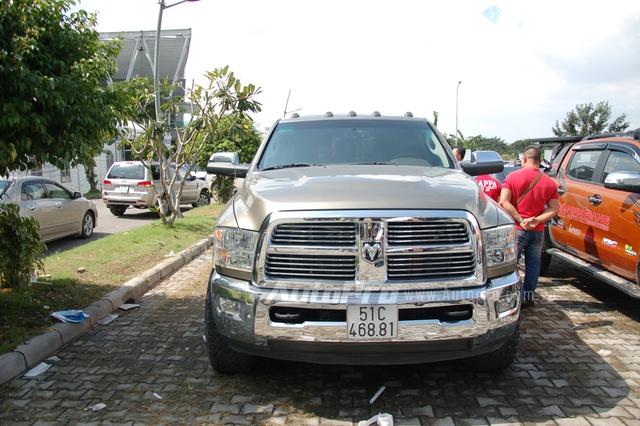 Trong đó, khu vực bãi đỗ xe nơi diễn ra triển lãm có sự xuất hiện của khủng long Dodge Ram 3500 Heavy Duty.