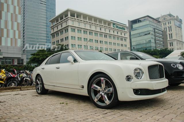 Bentley Mulsanne Speed đang tạo nên trào lưu chơi xe siêu sang chưa từng có tại thị trường Việt Nam khi đã có hơn 15 chiếc được đưa về nước, trong đó, chiếc đầu tiên xuất hiện tại Việt Nam vào cuối năm 2015 và thuộc diện phân phối chính hãng với mức giá 25 tỷ Đồng.