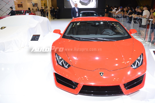 Lamborghini Huracan LP580-2 màu đỏ