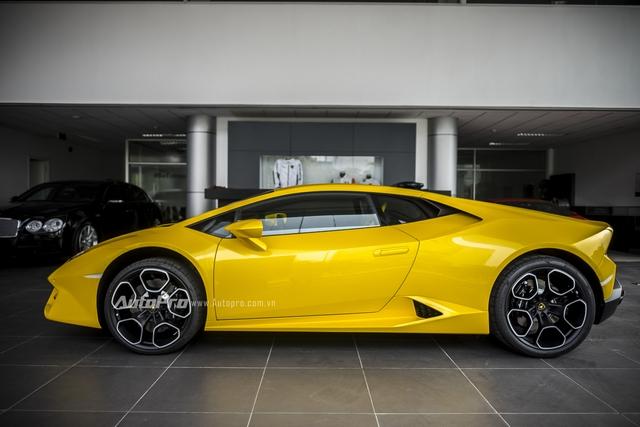Lamborghini Huracan LP580-2 có các số đo DxRxC tương ứng là 4.459 x 2.236 x 1.165mm cùng chiều dài cơ sở đạt mức 2.620mm.