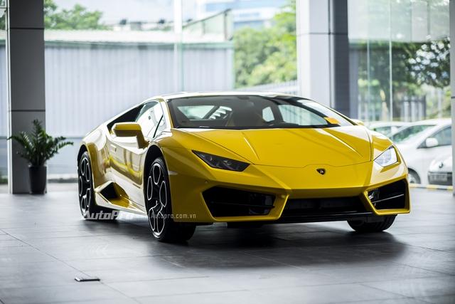 Theo thông tin đã đưa, chiếc Lamborghini Huracan LP580-2 này được nhập khẩu chính hãng thông qua Lamborghini Việt Nam để phục vụ trưng bày và chào bán tới khách hàng trong nước tại Triển lãm ô tô Quốc tế Việt Nam 2016 - VIMS 2016 - diễn ra vào ngày 26/10 tới đây.