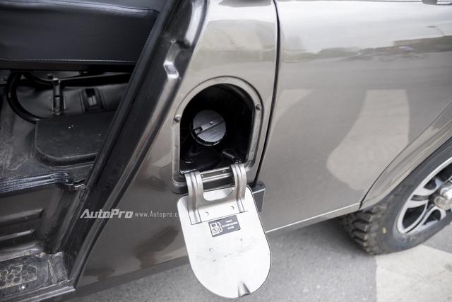 Bình xăng ở bên trái hông xe ngay sau ví trí ghế lái. Uaz Hunter sở hữu bình nhiên liệu dung tích tới 72 lít.