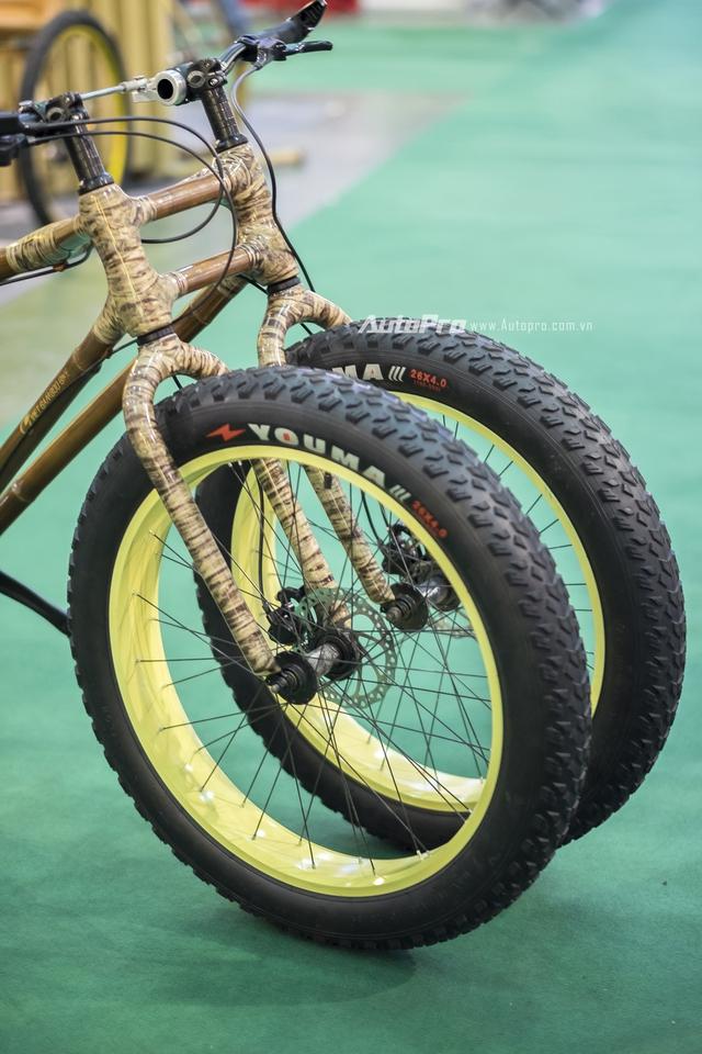 Xe còn được trang bị lốp gai địa hình có bề rộng bản lốp 4 inch.