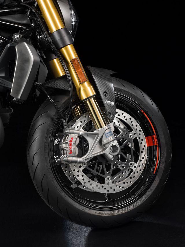 Về trang bị an toàn, Ducati Monster 1200 2017 được tích hợp thêm hệ thống chống bó cứng phanh ABS khi vào cua. Tính năng mượn từ Ducati 1299 Panigale này sử dụng Bosch IMU để cung cấp thông tin cần thiết cho hệ thống ABS, kiểm soát lực bám và kiểm soát bốc đầu.