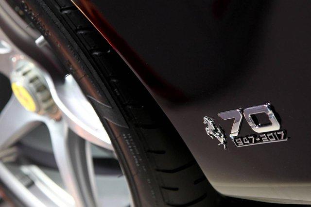 Theo hãng Ferrari, chỉ có 200 chiếc LaFerrari Aperta được bán cho khách hàng trên toàn thế giới. Trong khi đó, 9 chiếc còn lại được Ferrari giữ để trưng bày tại các sự kiện trong năm 2017, thời điểm kỷ niệm 70 năm thành lập hãng.