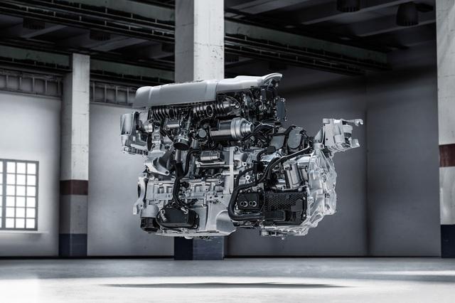 Vì được phát triển dựa trên cơ sở gầm bệ CMA nên Lynk & Co 01 dự kiến sẽ đi kèm hàng loạt động cơ 3 và 4 xy-lanh, tăng áp dung tích 1,5 - 2.0 lít của Volvo. Ngoài ra, có thể Lynk & Co 01 còn được bổ sung cả hệ dẫn động plug-in hybrid với mô-tơ điện nằm trên cả hai cầu. Các hệ dẫn động này sẽ kết hợp với hộp số sàn 6 cấp và ly hợp kép 7 cấp.