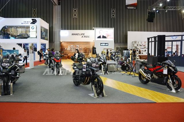 Đoàn mô tô khủng của BMW Motorrad Việt Nam tại triển lãm VIMS 2016.