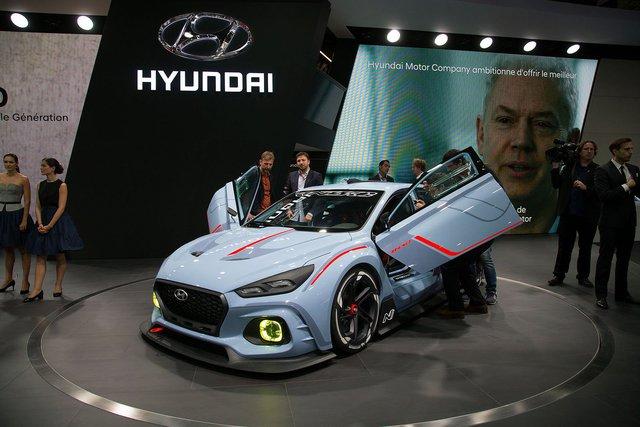 Hãng Hyundai đang tăng cường khả năng cạnh tranh của mình trước các đối thủ khác bằng cách đa dạng hóa dòng sản phẩm. Minh chứng cho điều này chính là sự xuất hiện của Hyundai RN30 trong triển lãm Paris 2016.