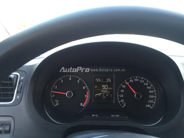 Vận hành Volkswagen Polo thoải mái ở tốc độ thấp và đầm chắc ở tốc độ cao.