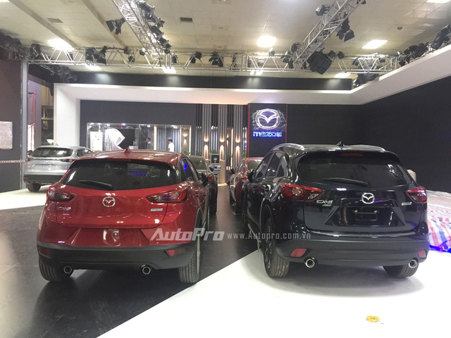 Tuy nhiên, về mặt kích thước thì Mazda CX-3 nhỏ bé hơn khá nhiều.