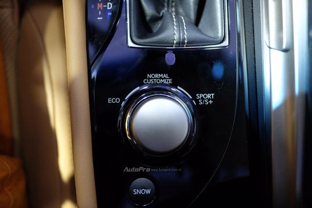 Khi vận hành GS Turbo, người lái có thể lựa chọn một trong 5 chế độ lái: Normal, Eco, Sport, Sport , và Customize.