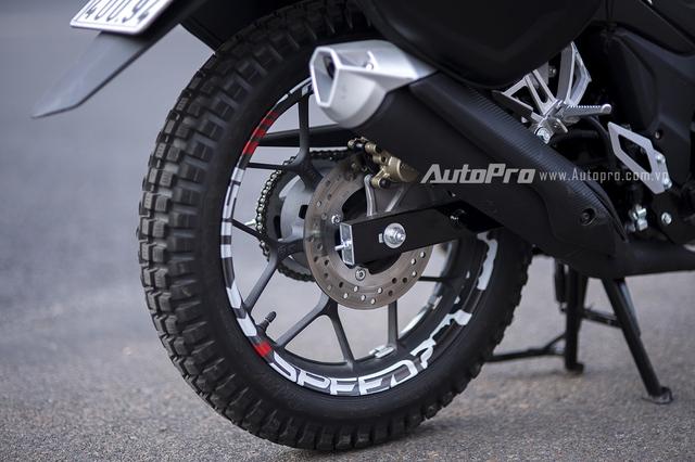 Xe vẫn được trang bị phanh đĩa ở cái hai bánh với kích thước 256mm ở bánh trước và 220mm ở bánh sau.