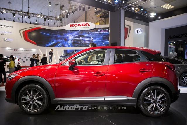 Mazda CX-3 có chiều dài tổng thể 4.275 mm và cao 1.550 mm. Trong đó, chiều dài cơ sở của xe chỉ 2.570 mm, tương đương Mazda2.