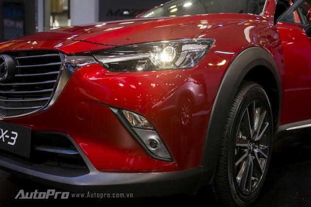 Xe được trang bị đèn pha dạng bi projector cùng lưới tản nhiệt đặc trưng của Mazda.