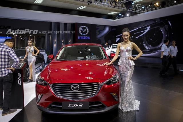 Sau một thời gian dài để người tiêu dùng trong nước chờ đợi, mẫu xe hot Mazda CX-3 đã chính thức ra mắt tại Triển lãm Ô tô Việt Nam 2016 để thăm dò. Tuy nhiên, đại diện của Thaco cho biết hãng vẫn chưa có kế hoạch phân phối chính thức mẫu xe crossover cỡ nhỏ này tại Việt Nam.
