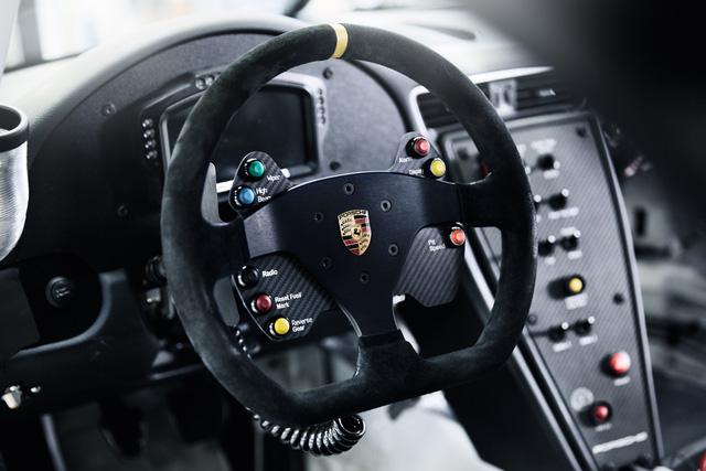 Không gian nội thất bên trong Porsche 911 GT3 Cup.