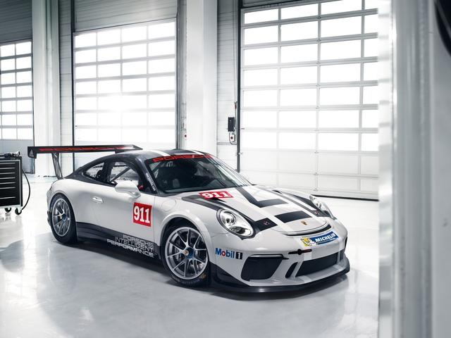 Porsche 911 GT3 Cup 2017 với những thay đổi về thiết kế giúp chiếc xe vận hành hiệu quả hơn.