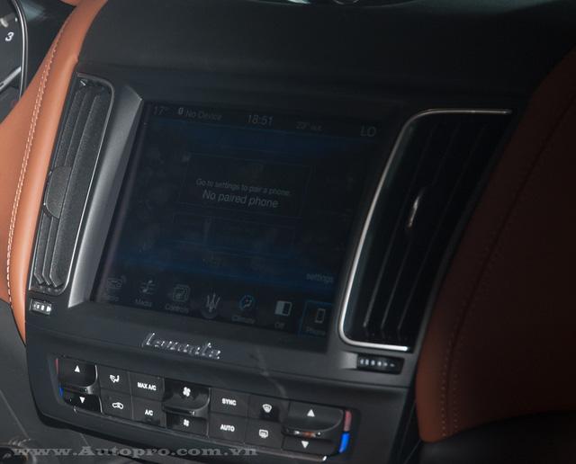 Maserati Levante còn được trang bị hệ thống giải trí trung tâm điều khiển cảm ứng tiên tiến được phát triển dựa trên hệ thống Maserati Touch Control Plus giúp mang đến trải nghiệm toàn diện và chân thực với màn hình cảm ứng độ phân giải cao 8.4 inch.