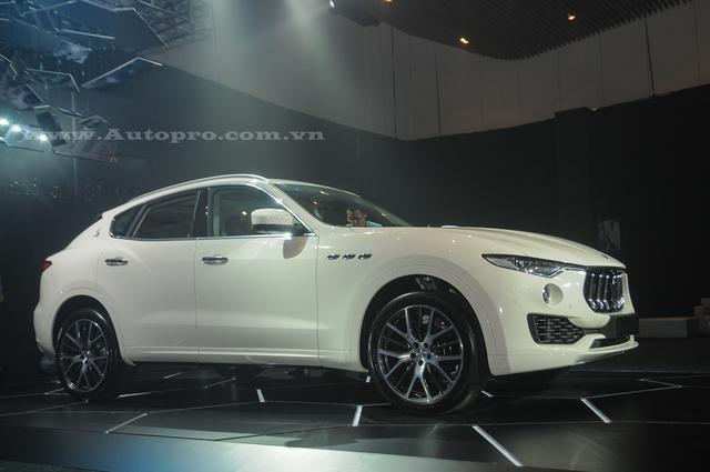 Khách hàng Việt có thể tùy chọn thêm những option cho xe cũng như các phiên bản khác nhau thông qua việc đặt hàng với đại diện Maserati Việt Nam. Tất nhiên mức giá sẽ cao hơn giá bán tiêu chuẩn là 4,99 tỷ Đồng.
