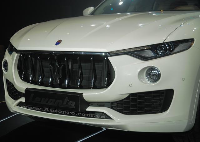 Levante có lưới tản nhiệt trước lõm xuống vốn được dùng cho các mẫu xe Maserati khác như Ghibli, Quattroporte, GranTurismo và GranCabrio.