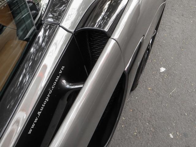 McLaren 570S là dòng xe thể thao hoàn toàn mới được sinh ra nhằm để cạnh tranh cùng các đối thủ như Audi R8, Porsche 911 Turbo S và xa hơn là Lamborghini Huracan LP610-4. Tuy được xem là siêu xe giá rẻ trong danh mục sản phẩm của hãng siêu xe đến từ Anh Quốc, nhưng 570S vẫn sở hữu cửa cánh bướm quen thuộc.
