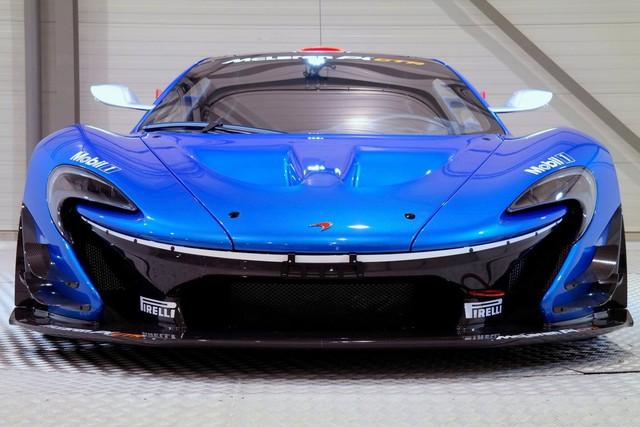 Chiếc McLaren P1 GTR đang được một đại lý siêu xe tại Hà Lan rao bán có số thứ tự 9 trên tổng số 45 chiếc được sản xuất trên toàn thế giới. Chiếc siêu xe đua này mới chỉ mới lăn bánh 152 dặm, tương đương 245 km.