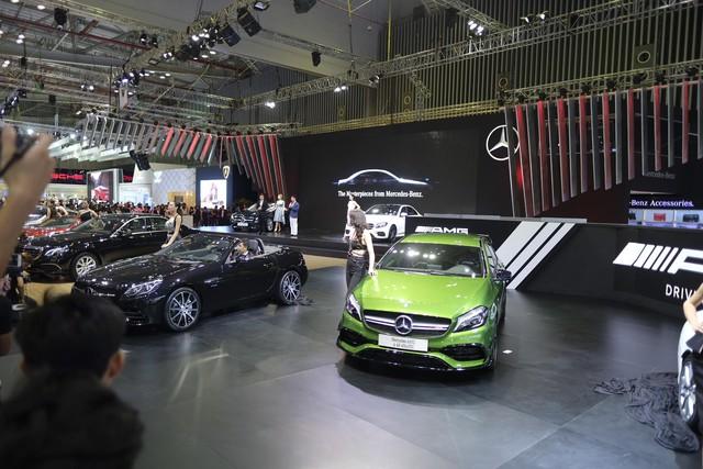 Mercedes-Benz gây choáng ngợp VIMS 2016 bằng dàn xe hot và nhan sắc Hoa hậu Kỳ Duyên - Ảnh 1.