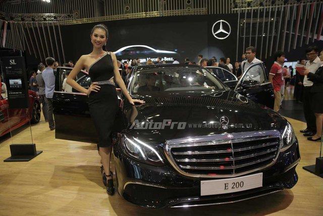 Mercedes-Benz gây choáng ngợp VIMS 2016 bằng dàn xe hot và nhan sắc Hoa hậu Kỳ Duyên - Ảnh 3.