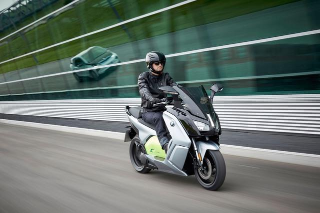 Thứ hai là BMW C Evolution 2017 với công suất tối đa 26 mã lực, vận tốc tối đa 129 km/h và phạm vi hoạt động 160 km.